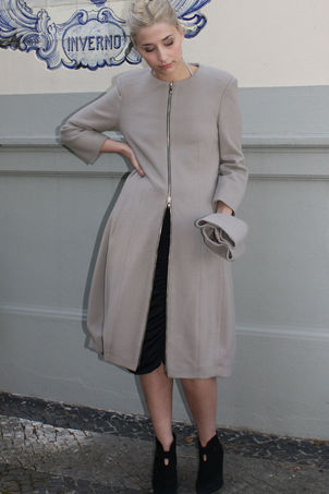 Magnetic silhouette Coat